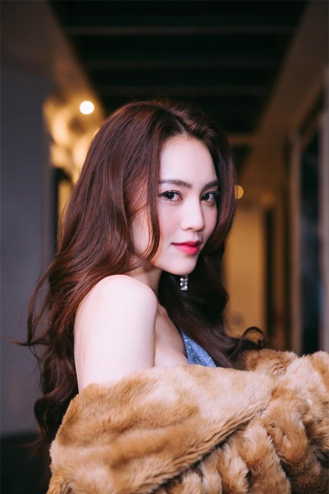 Cách ăn mặc sexy gây chú ý của Ninh Dương Lan Ngọc ở tuổi 31 - Ảnh 8.