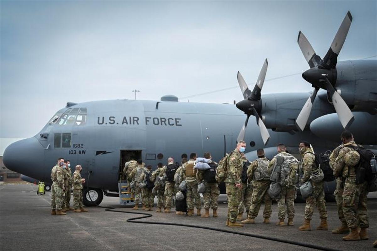 Lực lượng Vệ binh Quốc gia bang Connecticut được huy động bảo vệ an ninh cho lễ nhậm chức của ông Joe Biden ở Washington. Ảnh: Reuters