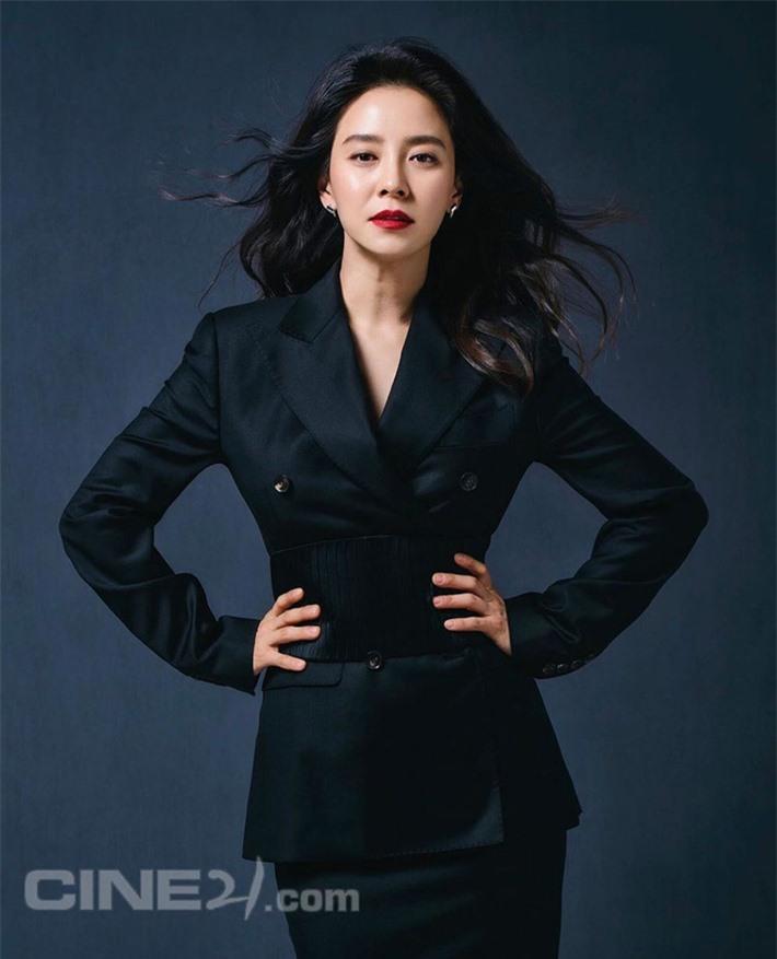 Top 10 mỹ nhân Hàn có sức ảnh hưởng nhất trên MXH Trung Quốc: Song Hye Kyo bất ngờ về cuối, Son Ye Jin vắng mặt dù công khai hẹn hò Hyun Bin - Ảnh 10.
