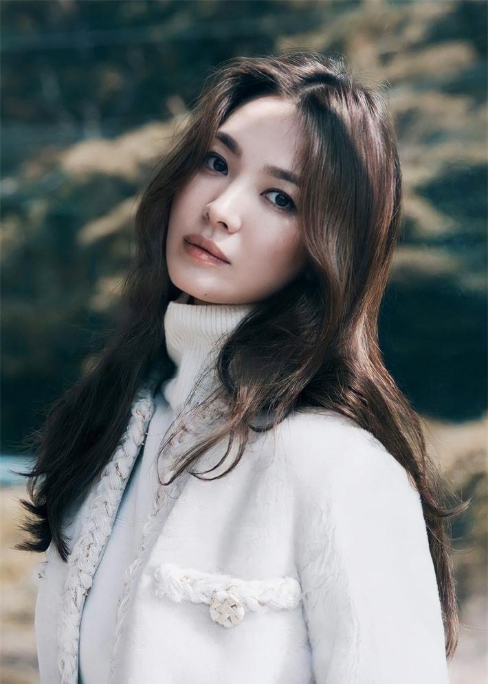 Top 10 mỹ nhân Hàn có sức ảnh hưởng nhất trên MXH Trung Quốc: Song Hye Kyo bất ngờ về cuối, Son Ye Jin vắng mặt dù công khai hẹn hò Hyun Bin - Ảnh 11.