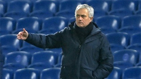 Tottenham thua trận thứ hai liên tiếp ở Premier League: Mourinho loạn đao pháp