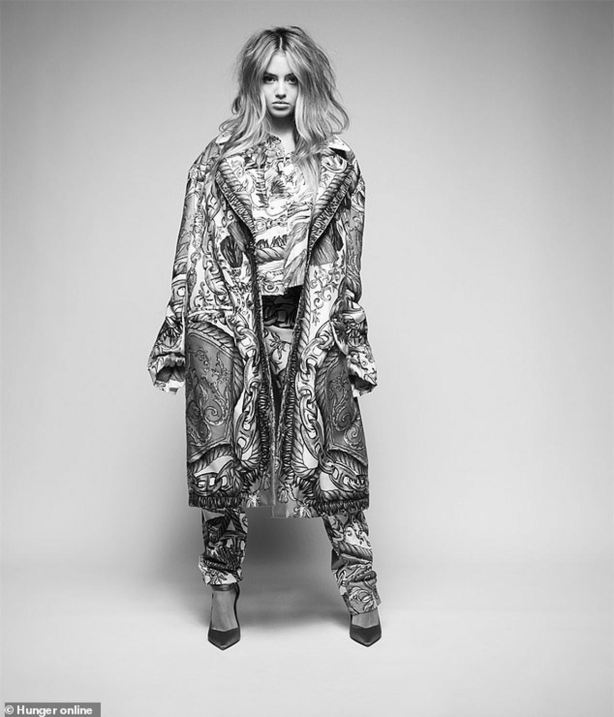 Leni Klum cao 1m70, được cho là thừa hưởng dáng vóc mảnh mai và nhiều nét đẹp từ người mẹ nổi tiếng của mình.