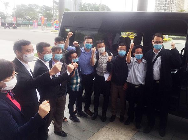 Các thành viên đoàn y tế Đà Nẵng bày tỏ quyết tâm hoàn thành tốt nhiệm vụ hỗ trợ tỉnh Giai Lai phòng, chống dịch COVID-19