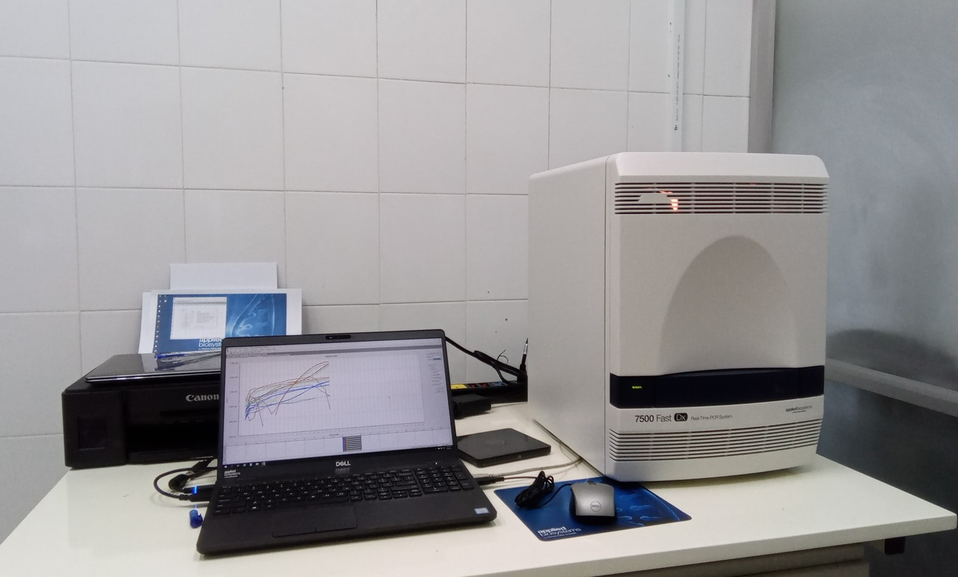 Hệ thống máy Realtime PCR này là máy nhân gen PCR định lượng của Mỹ dùng để xét nghiệm Covid-19 có độ chính xác cao, có tổng trị giá là 4,5 tỉ đồng.