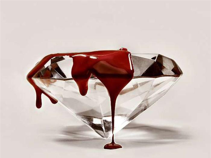 Lời nguyền đáng sợ quanh viên kim cương tiền tỷ của quý bà giàu có
