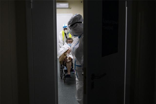 Hơn 108,9 triệu người mắc COVID-19, thế giới ghi nhận số ca nhiễm mới giảm nhiều nhất và lâu nhất - Ảnh 1.