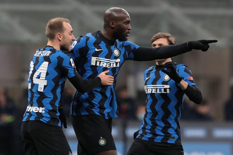 Inter vươn lên dẫn đầu Serie A.