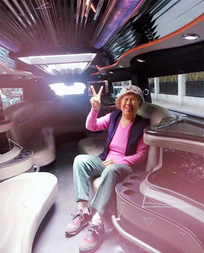 Than thở nghèo không có tiền, Trịnh Sảng bị bóc phốt nói dối: Đưa đón người thân bằng hẳn phi cơ, limousine đắt tiền - Ảnh 6.