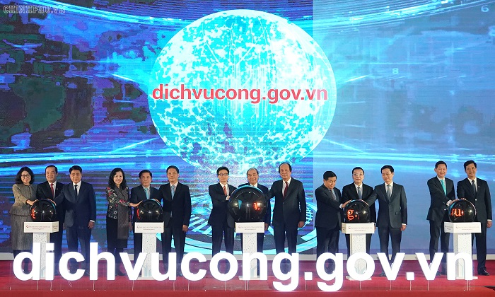 Thủ tướng Chính phủ Nguyễn Xuân Phúc và lãnh đạo các bộ, ban, ngành tham dự lễ khai trương Cổng Dịch vụ công quốc gia tại Hà Nội.