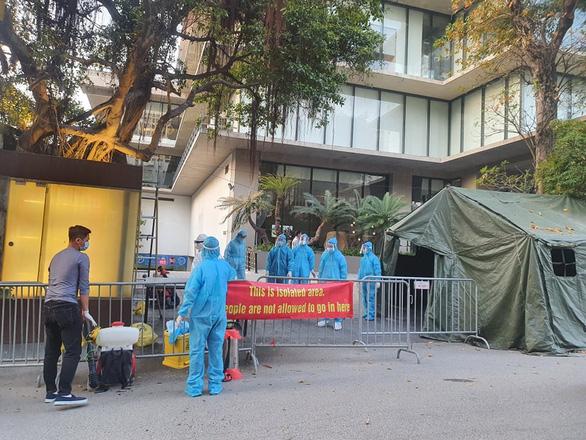 Khách sạn Somerset West Point (Tây Hồ, Hà Nội) được khoanh vùng và phun khử khuẩn.