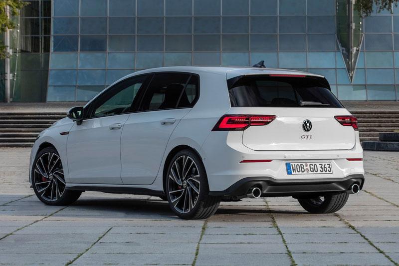 =2. Volkswagen Golf GTI 2021 (điểm tổng thể: 8,4/10, giá khởi điểm: 28.695 USD).