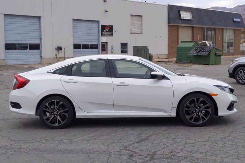 =2. Honda Civic 2021 (điểm tổng thể: 8,4/10, giá khởi điểm: 21.050 USD).