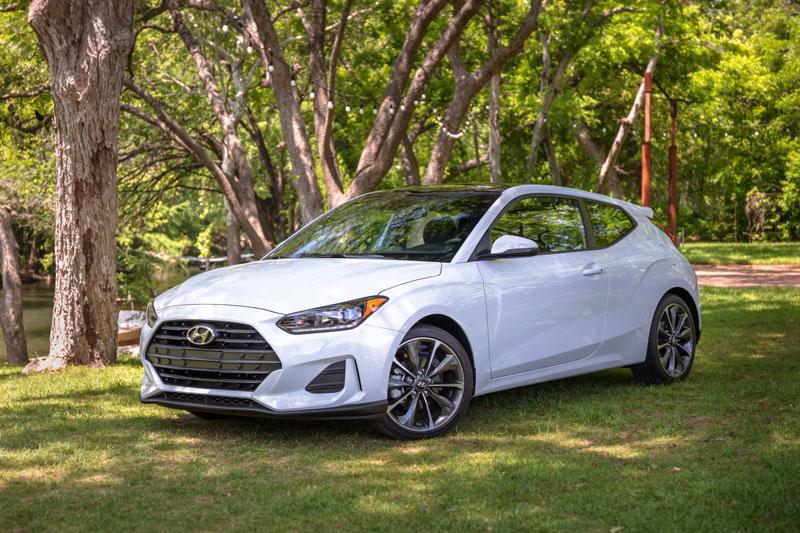 =5. Hyundai Veloster 2021 (điểm tổng thể: 8,1/10, giá khởi điểm: 17.890 USD).