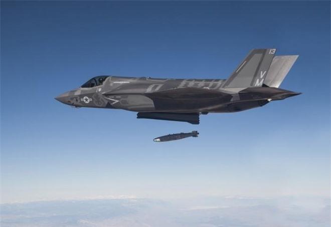 Còn tờ The Drive của Mỹ cho biết Hải quân Mỹ cuối tháng 5 đã lần đầu tiên thử nghiệm tên lửa dẫn đường chống bức xạ tối tân AGM-88G (AARGM-ER), được thiết kế để phá hủy các hệ thống phòng thủ tên lửa của đối phương.