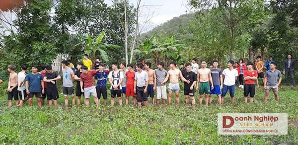 Chạy thẻ là hội thi truyền thống rất riêng của làng Chi Nê.
