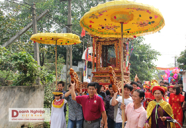 Lễ hội rước Bóng truyền thống của làng Chi Nê.