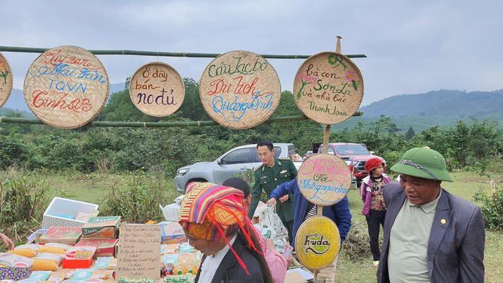 Phiên chợ không đồng được tổ chức tại Bản Cổ Tràng- Trường Sơn