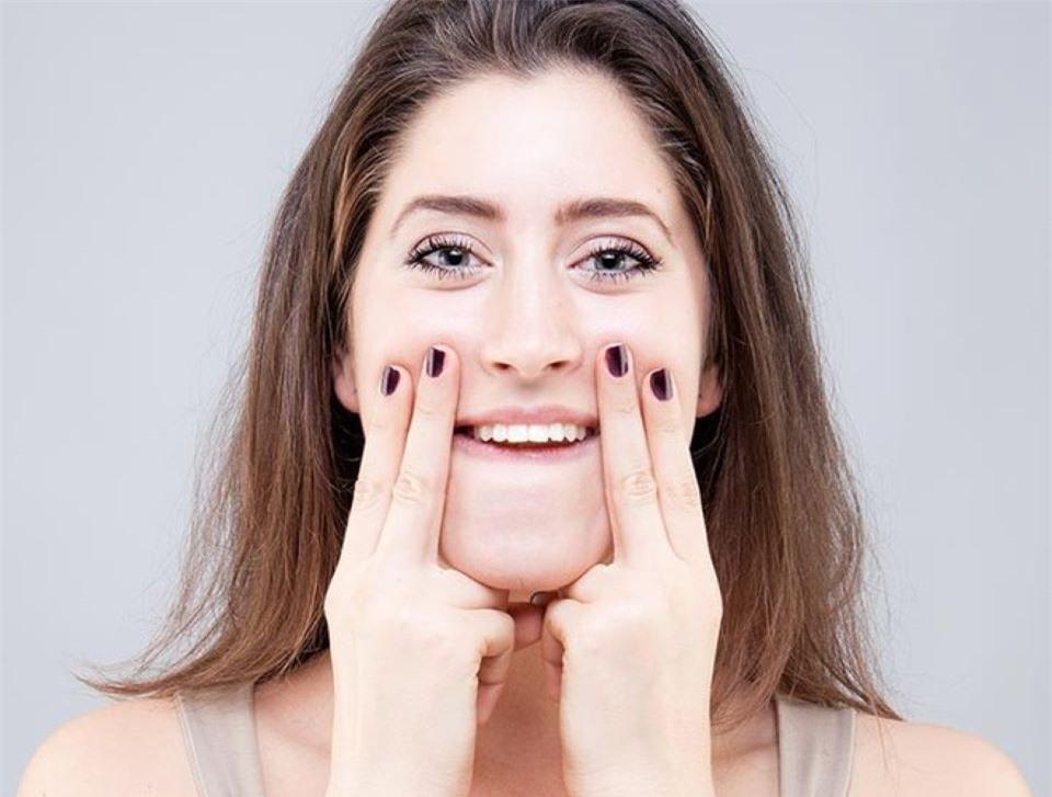 7 bài tập giúp bạn có khuôn mặt thon gọn, săn chắc