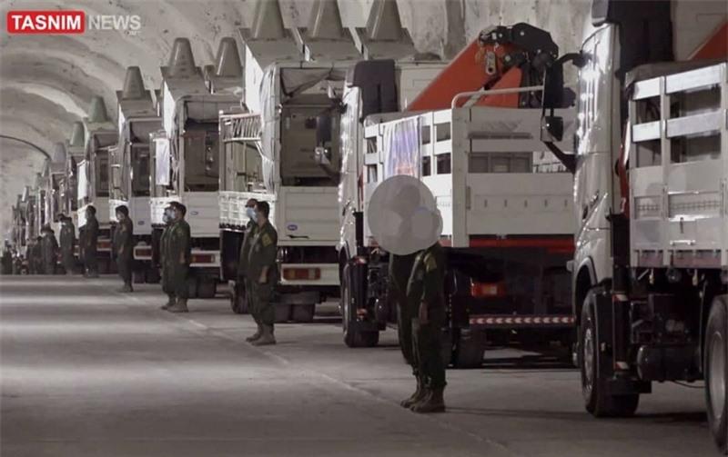Lực lượng IRGC và Mỹ từng có một vài lần đụng độ tại vùng Vịnh. Mỹ và Iran cáo buộc nhau làm leo thang căng thẳng trong bối cảnh mối lo ngại về cuộc xung đột giữa hai bên có thể xảy ra khi Iran tưởng niệm 1 năm vụ Tướng Qasem Soleimani - Chỉ huy lực lượng tinh nhuệ Quds thuộc IRGC, bị Mỹ sát hại trong vụ không kích bằng máy bay không người lái ở Iraq.