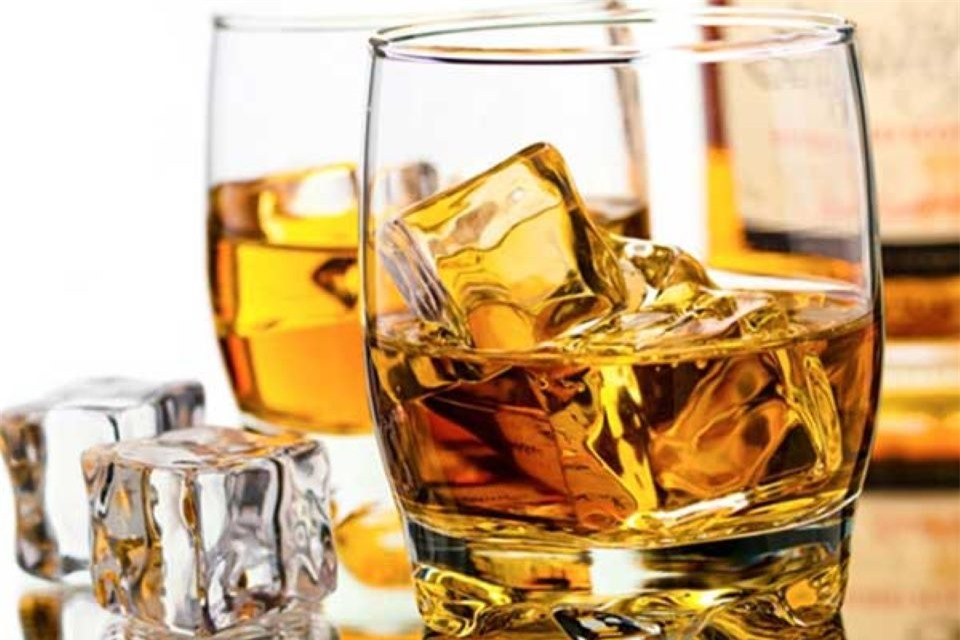 Mẹo nhận biết rượu chứa cồn công nghiệp methanol