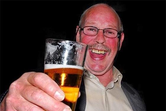 Tại sao bạn bị đỏ mặt khi uống rượu bia?