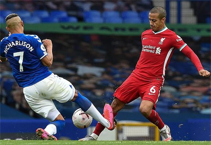 Thiago dính chấn thương ở trận gặp Everton