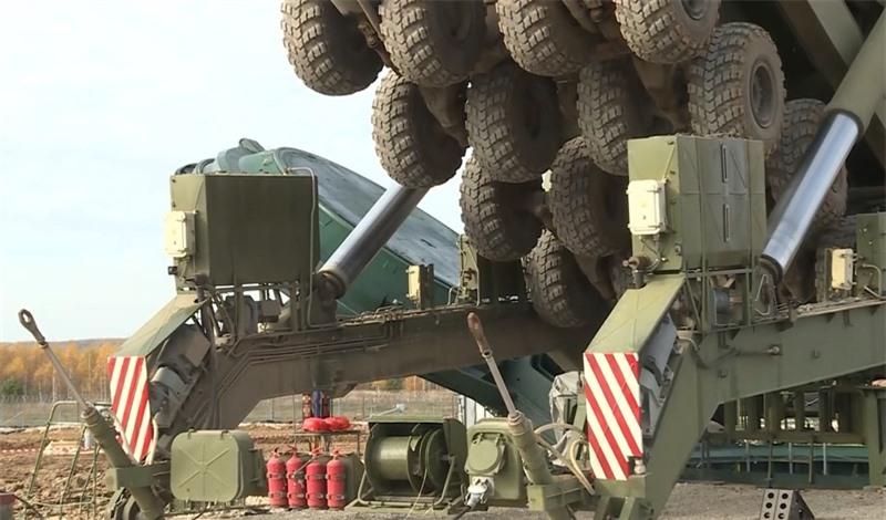 Một trong những phản ứng đó là các cuộc thao diễn của Lực lượng tên lửa chiến lược Nga. Những cuộc tập trận như vậy đã được lên kế hoạch từ trước và được đưa vào chương trình huấn luyện chiến đấu - Giám đốc Trung tâm Dự báo quân sự Anatoly Tsyganok nói.