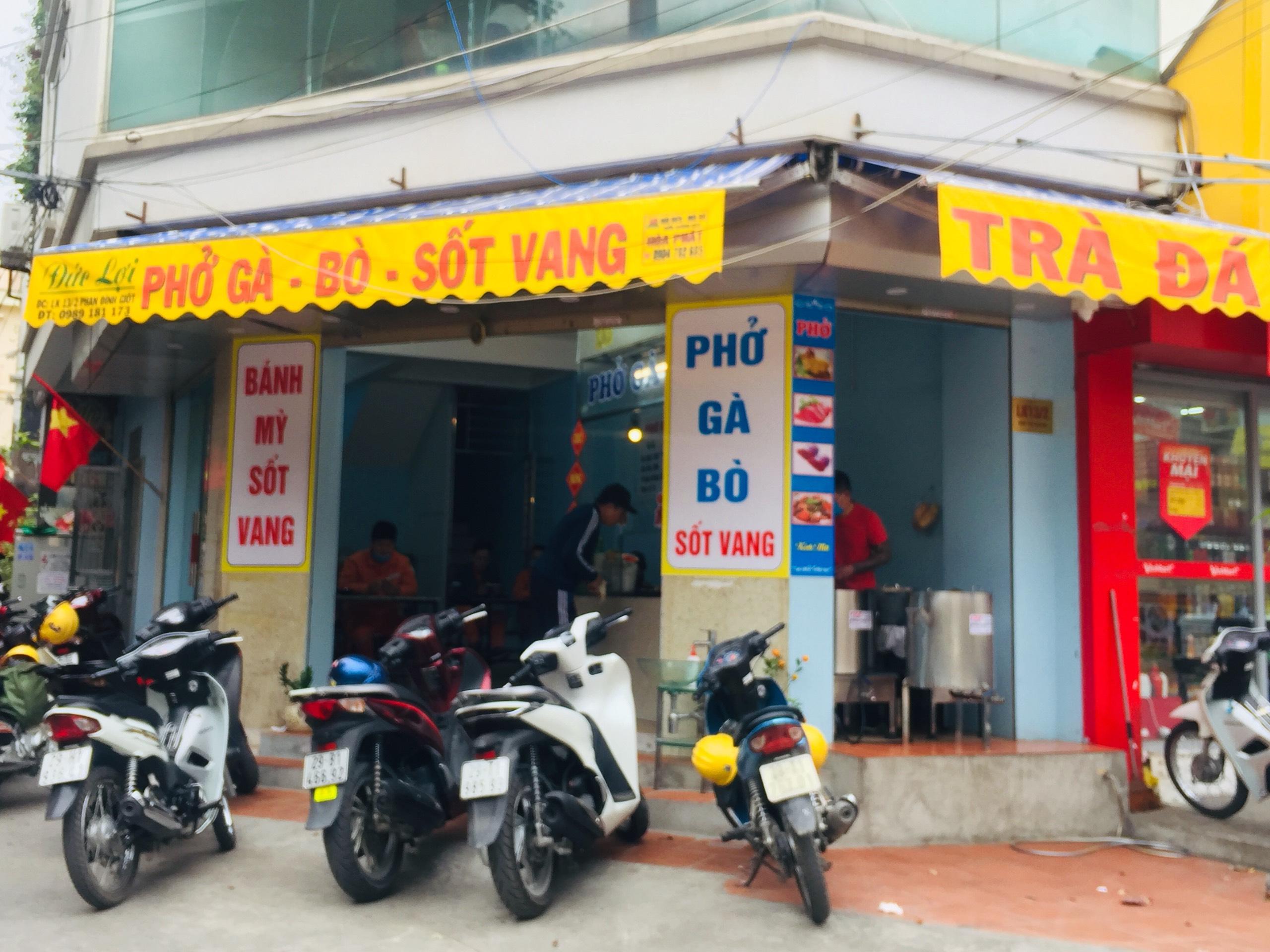 Tuy nhiên tại quận Hà Đông vẫn còn một số hàng quán ngang nhiên hoạt động bất chấp lệnh cấm.
