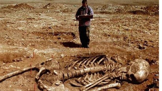 Kỳ bí những hộp sọ khổng lồ ở thung lũng Chết ảnh 4