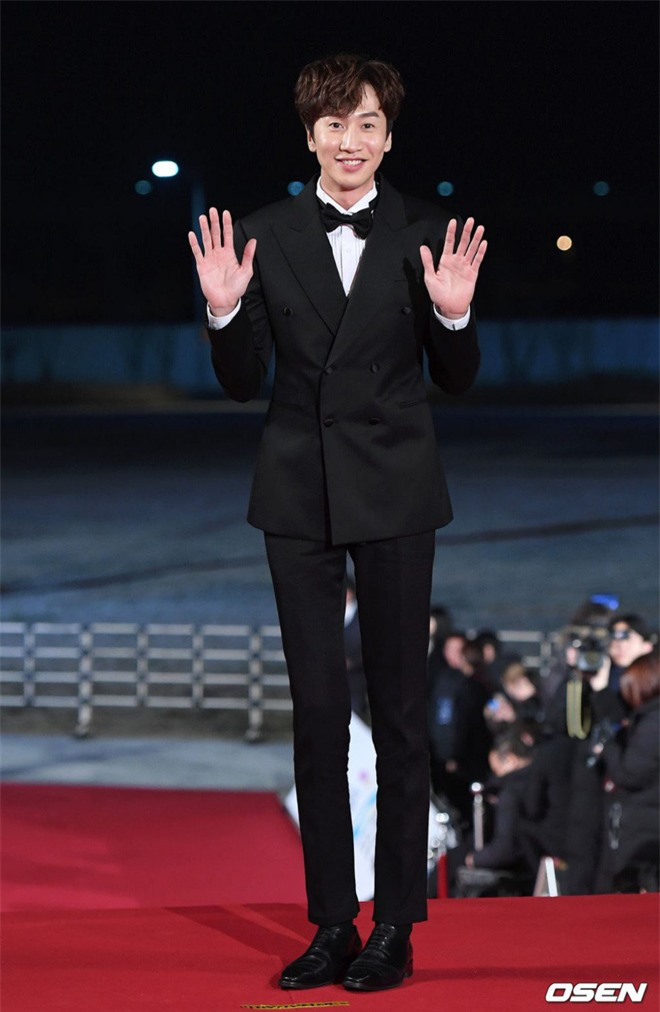 """6 """"người khổng lồ"""" Kbiz: Lee Kwang Soo dìm cả dàn sao, nam thần cao nhất Kpop gây sốt, """"há mồm"""" khi kéo đến sao Knowing Bros - Ảnh 2."""