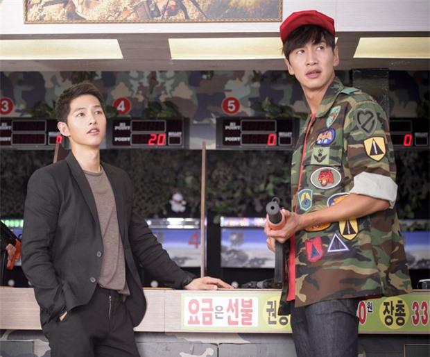 """6 """"người khổng lồ"""" Kbiz: Lee Kwang Soo dìm cả dàn sao, nam thần cao nhất Kpop gây sốt, """"há mồm"""" khi kéo đến sao Knowing Bros - Ảnh 5."""