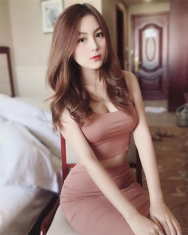Dừng đóng chung với Lộc Fuho, cô giáo hot girl gây sốc khi mặc yếm gợi cảm, đứng bán rau ngoài chợ - Ảnh 11.