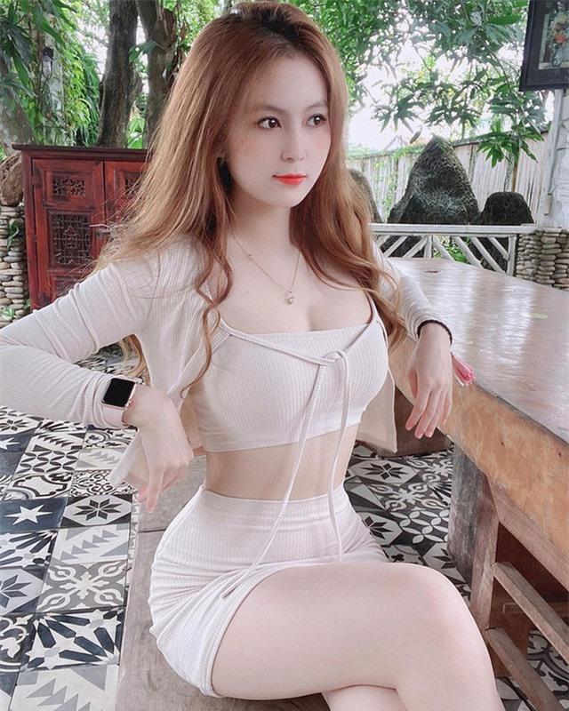 Dừng đóng chung với Lộc Fuho, cô giáo hot girl gây sốc khi mặc yếm gợi cảm, đứng bán rau ngoài chợ - Ảnh 7.