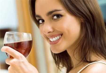 Rượu vang đỏ giúp chống sâu răng