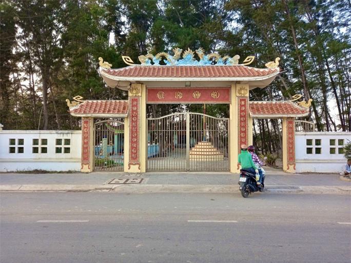 Nghĩa địa độc nhất ở Việt Nam - Ảnh 1.
