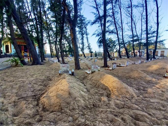 Nghĩa địa độc nhất ở Việt Nam - Ảnh 2.