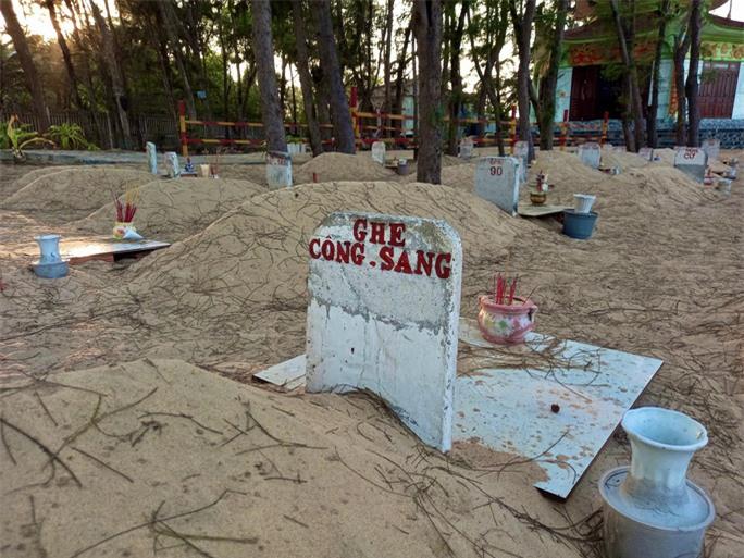 Nghĩa địa độc nhất ở Việt Nam - Ảnh 5.