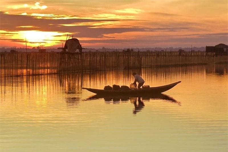 Đối với nhiều dân phượt, đầm Chuồn được mệnh danh là điểm đến 3 trong 1 hành trình: là nơi chơi được, ăn được và ngủ lại được. Ảnh: Hai Thinh.