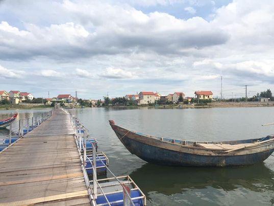 Bến thuyền sông Dinh - một con sông đẹp nức lòng quyến rũ du khách khi đến Nhân Trạch- Quảng Bình.