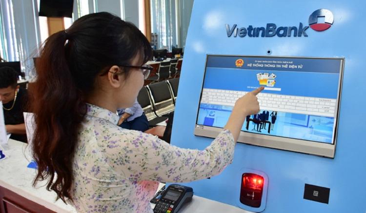 Trung tâm phục vụ hành chính công tỉnh Thừa Thiên Huế áp dụng giải pháp không dùng tiền mặt trong thanh toán.