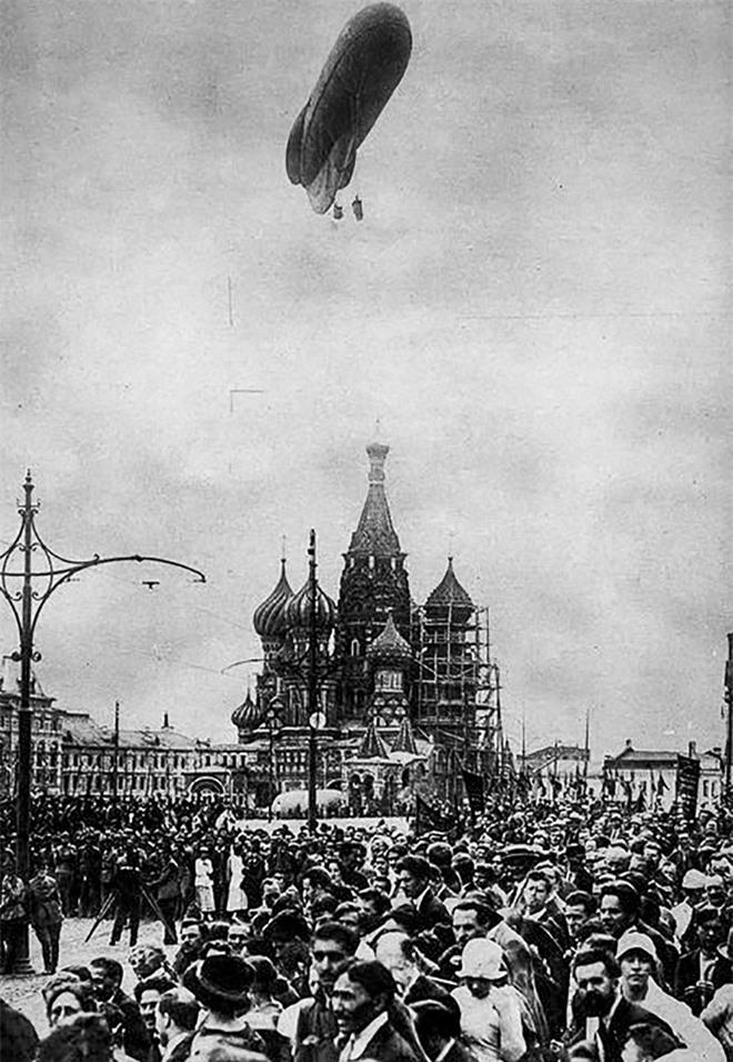 Bức ảnh nhìn thấu Liên Xô: Vũ khí tối thượng của Moscow trên chiếc đĩa in câu nói nổi tiếng của Lenin - Ảnh 10.