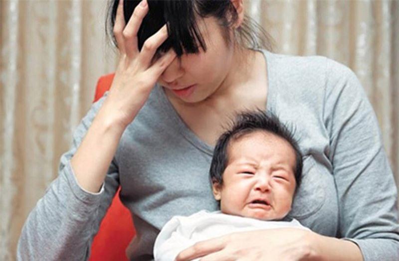 Dấu hiệu cảnh báo trầm cảm sau sinh bạn cần biết