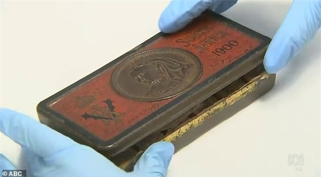 Ngỡ ngàng hộp sôcôla 120 năm vẫn còn nguyên vẹn - ảnh 1
