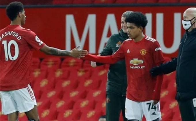 Shoretire lần đầu ra mắt Man United ở tuổi 17 và 19 ngày