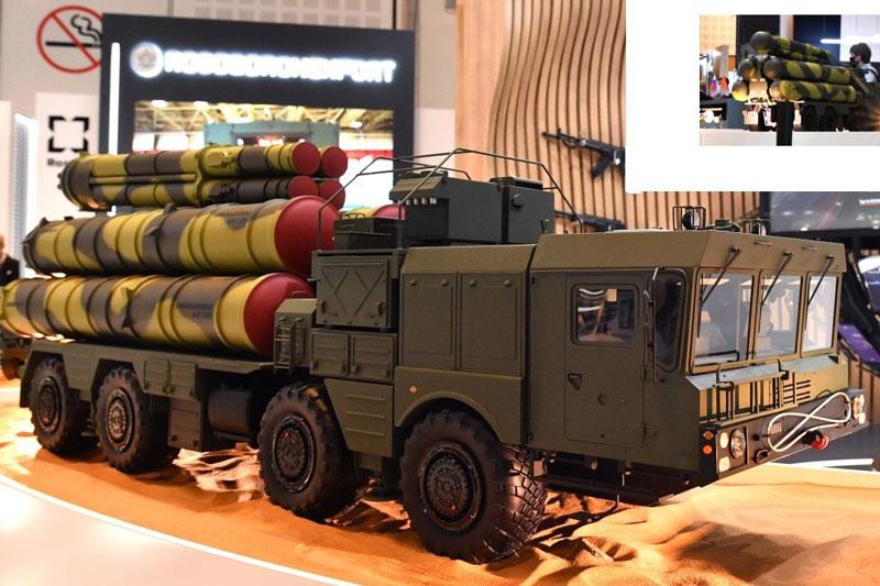Hệ thống S-400 trang bị 8 tên lửa độc đáo được trưng bày tại IDEX-2021