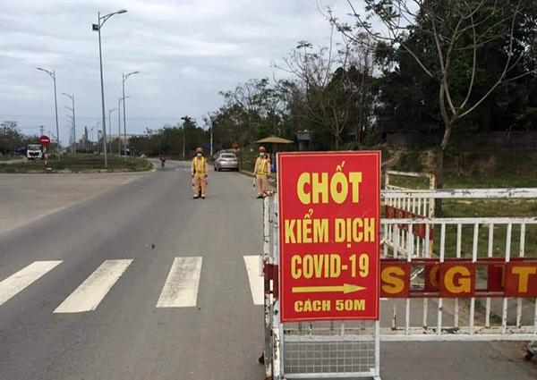 Chủ tịch UBND TP Đà Nẵng yêu cầu Công an TP Tuyệt đối không bỏ sót các trường hợp đã từng đi đến, lưu trú tại vùng dịch có nguy cơ lây lan COVID-19 mà không khai báo y tế khi đi qua các chốt kiểm soát dịch ở các cửa ngõ ra vào TP Đà Nẵng