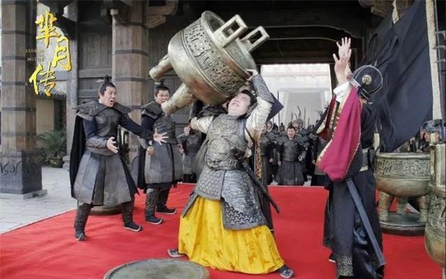 3 vị hoàng đế qua đời kỳ quặc nhất lịch sử Trung Hoa: Người chết vì khoe khoang thể lực hơn người, kẻ qua đời vì dọa giết đầu bếp - Ảnh 1.