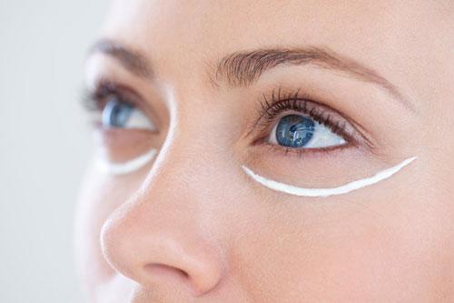 4 sai lầm nghiêm trọng khi dùng kem dưỡng da vùng mắt