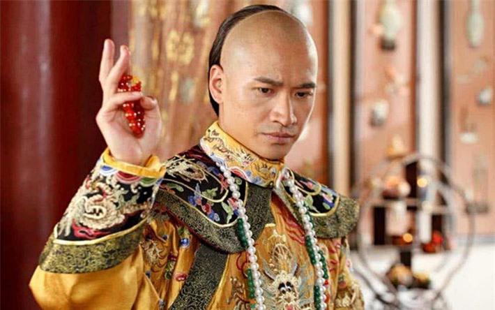 Hà Thịnh Minh vai Dận Chân.