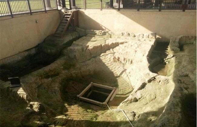 Giếng cổ nghìn tuổi đột ngột phun lửa, đội khảo cổ liều mạng trèo xuống kiểm tra, phát hiện bí mật dưới đáy giếng - Ảnh 3.